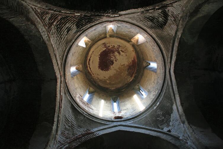 Купол со следами фресок