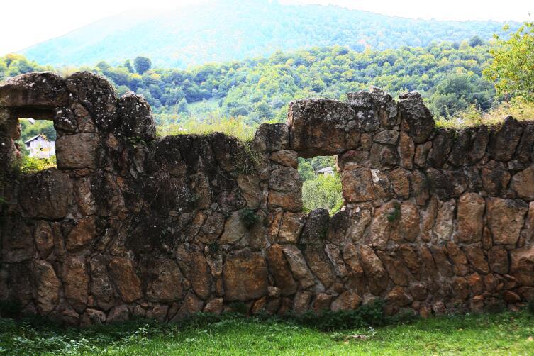 Древние стены около Гошаванка