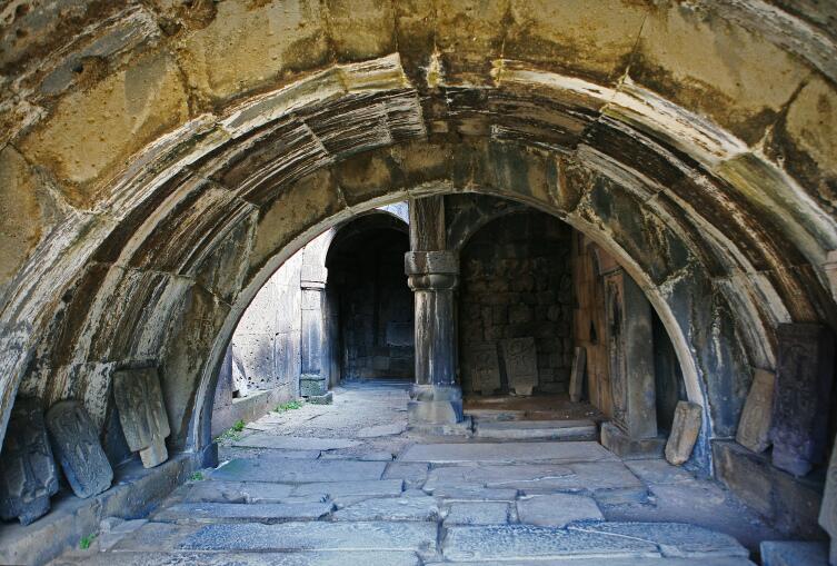 Колонны и арки - основа армянской архитектуры