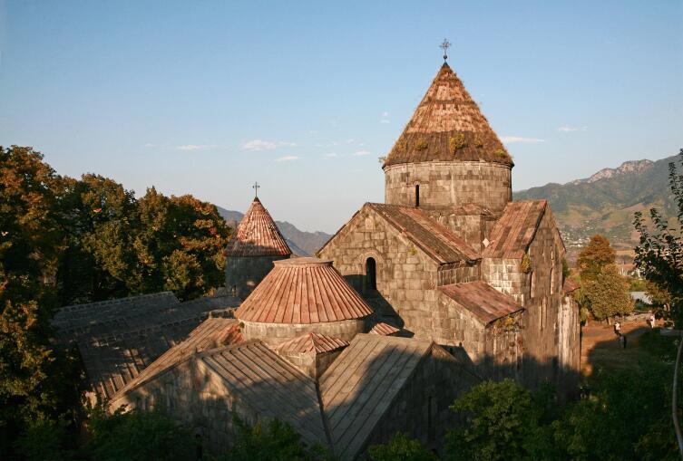 Сейчас крыши реставрированы, и часть очарования монастырь потерял