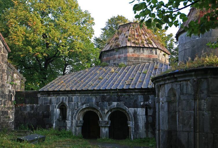 В 1063 году в Санаине была выстроена библиотека