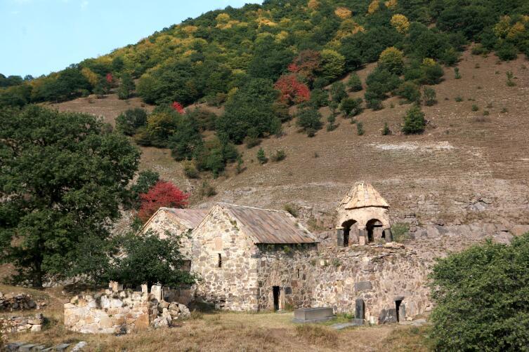 Ардви, монастырь Србанес