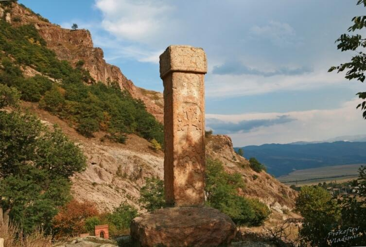 Монумент-стела Србанеса