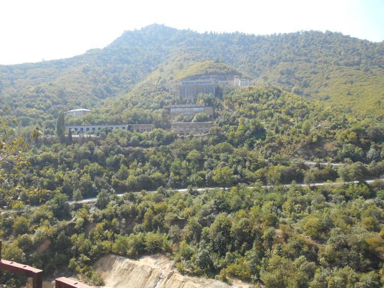 Вид на шахты медных рудников Ахталы