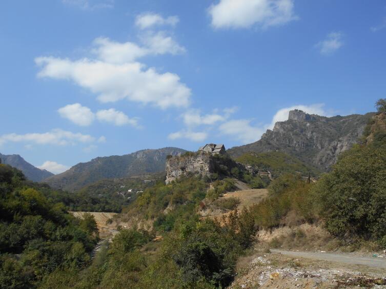 Вид на монастырь Ахтала
