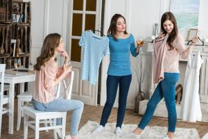 Обзор брендов летней одежды для взрослых. Где найти производителей качественных товаров?