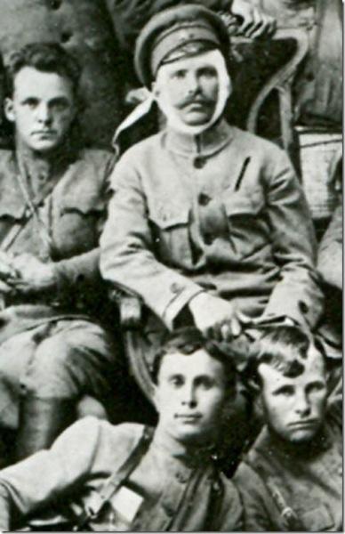 Вверху Фурманов и Чапаев, внизу Пётр Исаев (слева) и Семён Садчиков