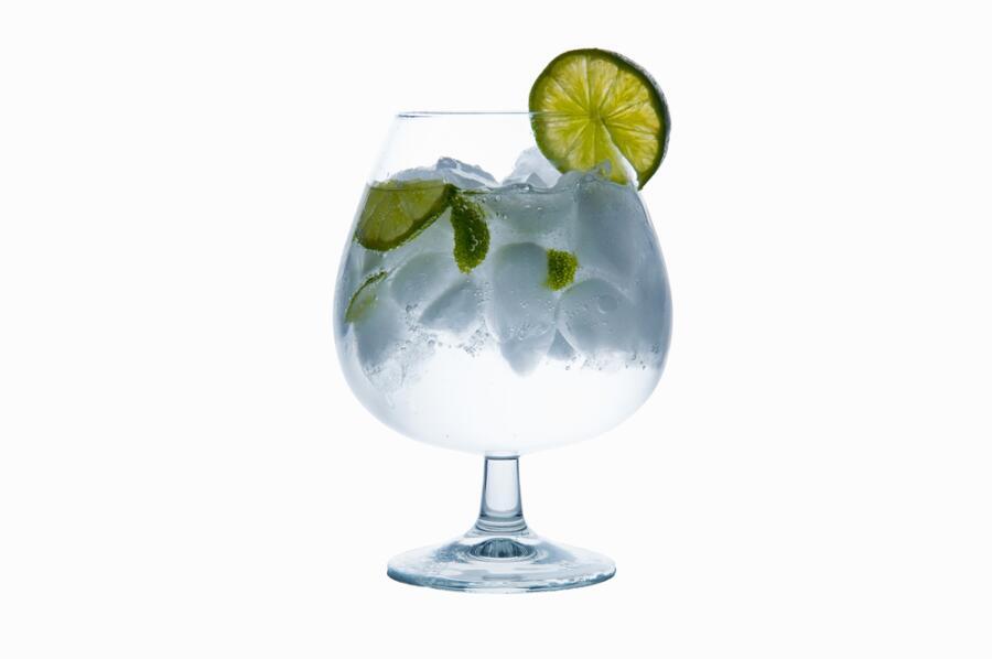 Чем в Африке полезен джин? Записки бывшего МИДовца