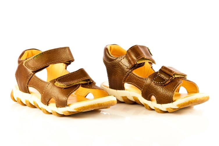 Как выбрать для ребенка летнюю обувь?