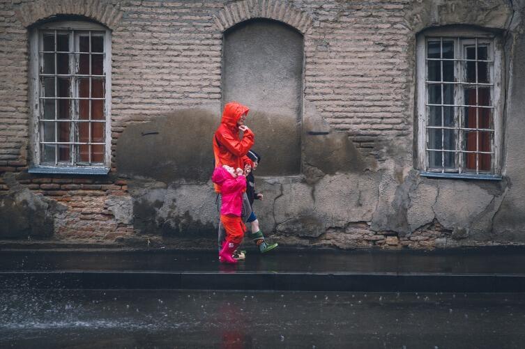 Прогулка под дождем может стать ярким воспоминанием