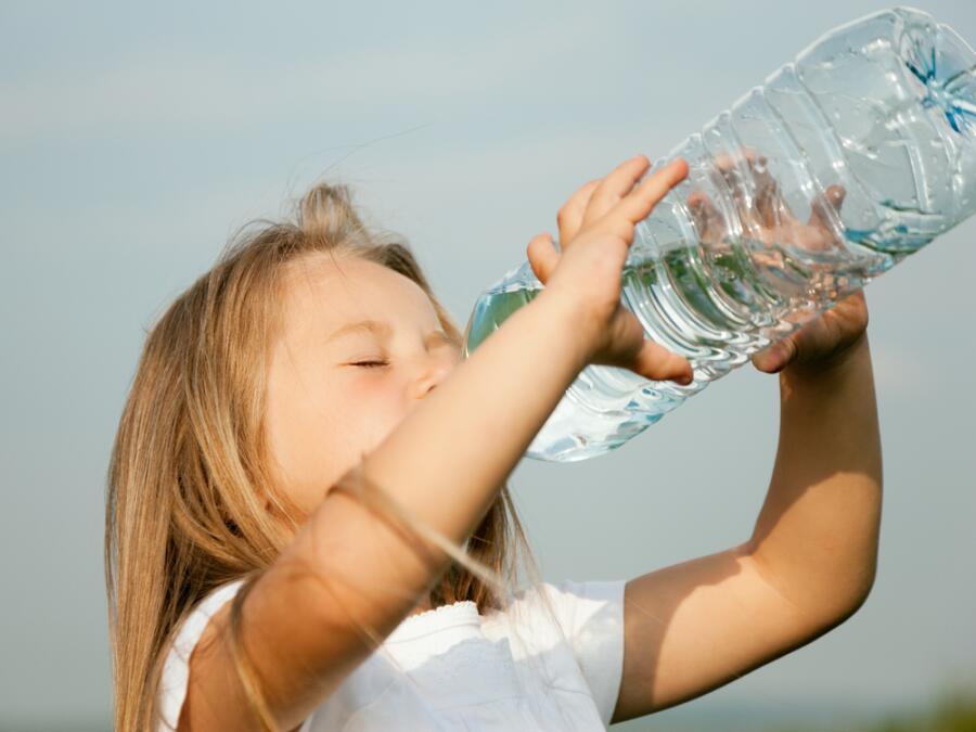Как правильно утолять жажду в жаркий день? Пьём и не паримся!