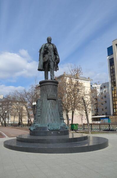 Памятник Владимиру Шухову в Москве