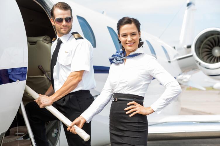 Бортпроводникам особенно тяжело имитировать доброжелательность к пассажирам, слушая их придирки