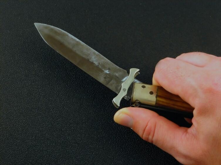 Никогда не угрожайте ножом, это может обернуться против вас!