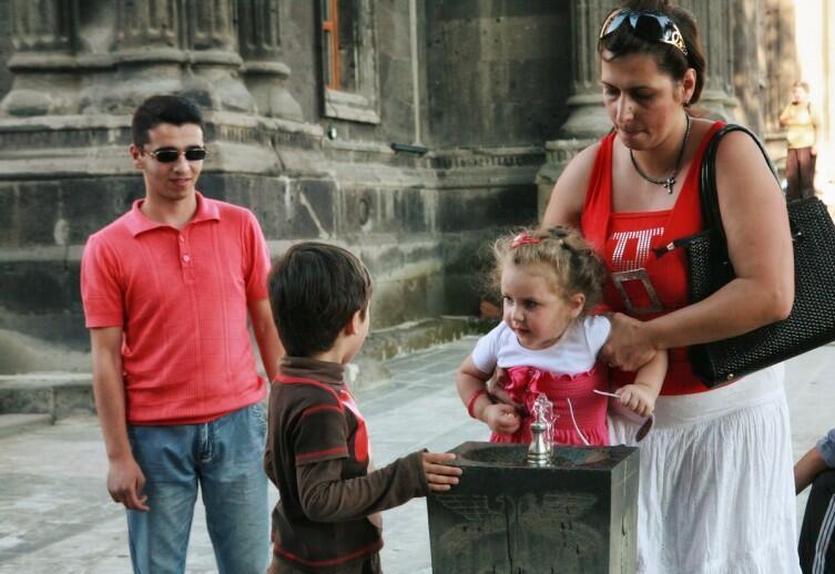 Такие питьевые фонтанчики часто встречаются на улицах армянских городов