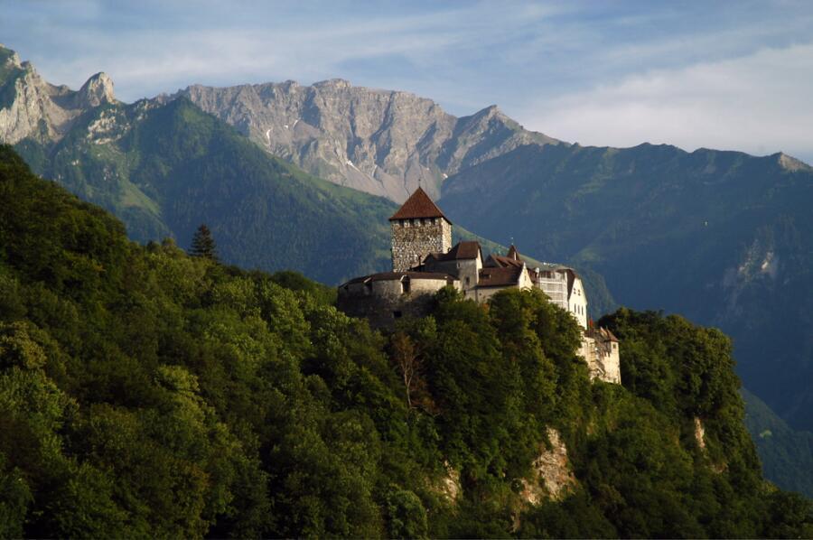 Замок Вадуц, возвышающийся над столицей Лихтенштейна