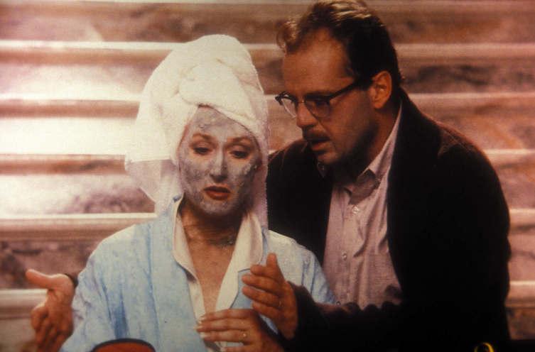 Стремление к вечной молодости и страх перед старением хорошо показаны в комедии с Мерил Стрип
