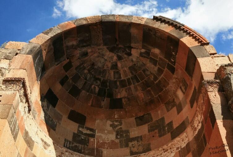 Проедемся по Армении? Древняя Ереруйкская базилика и другие достопримечательности Ширака