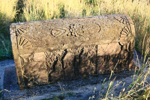 Надгробие в Мармашене