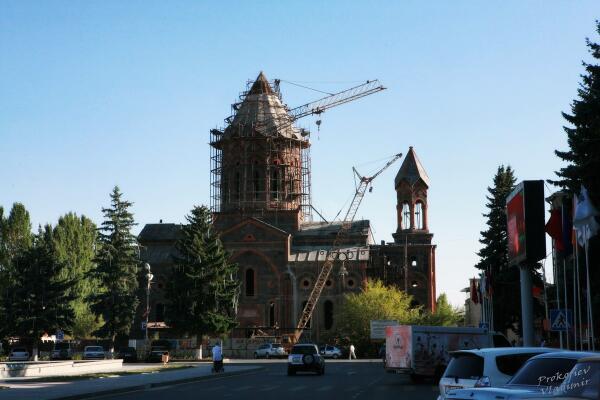 Гюмри. Этот храм реставрируют уже добрых 2 десятилетия. Снимок 2013 года
