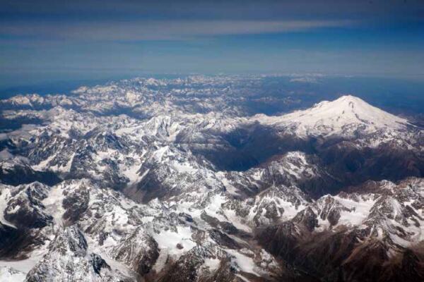 Большой Кавказский хребет из иллюминатора самолета