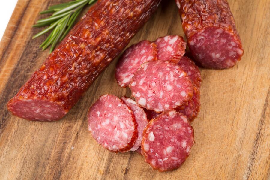 Насколько оправданна спешка, когда ешь сырокопченую колбасу?