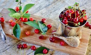 Зачем нужна маринованная вишня?