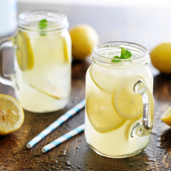 Какие напитки  не спасут во время жары?