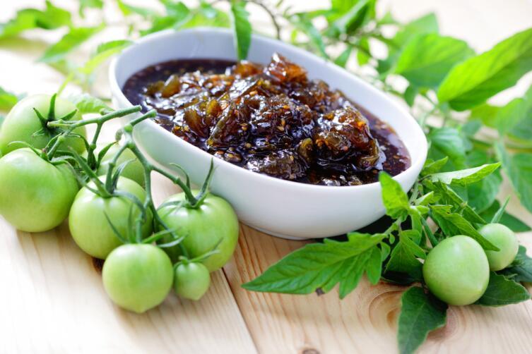 Варенье из зеленых помидоров хорошо сочетается с сыром