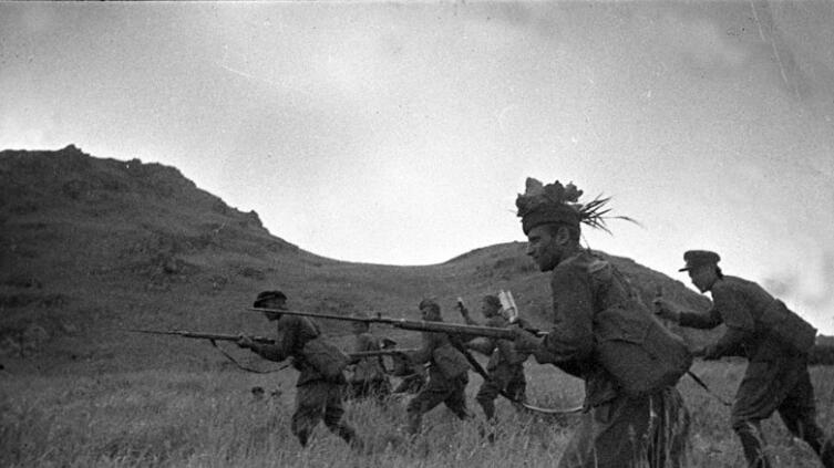 Красноармейцы идут в атаку. Окрестности озера Хасан