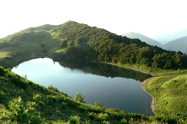 Вид на озеро Хуко с северо-восточного склона