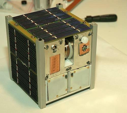 Спутник CubeSat размером 10×10×10 см, аналогичный, но в 2 раза меньше спутника Асгардии