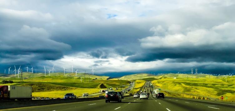В Калифорнии запрещено выпрыгивать из авто, мчащегося со скоростью 120 км/ч