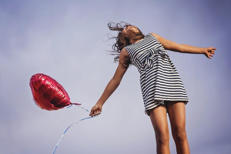Женщина может быть счастливой, даже если нет для этого повода