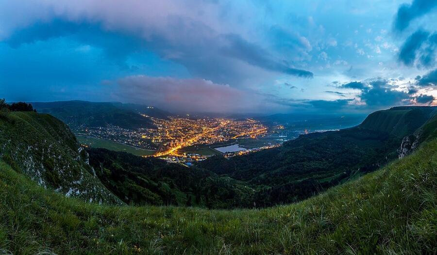Вид на вечерний Кисловодск