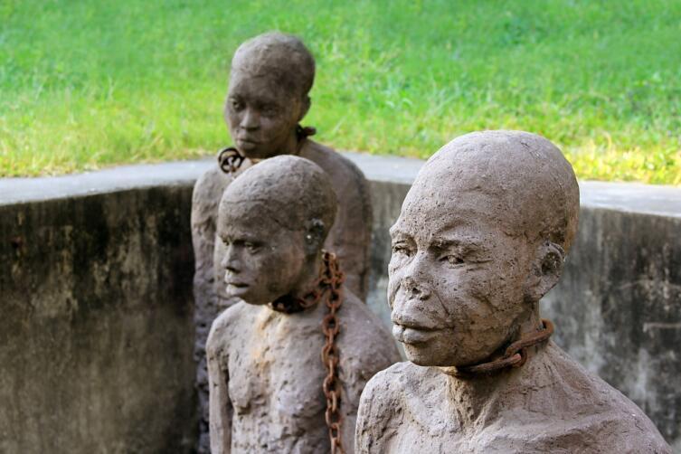 Памятник на площади работорговли в Стоун-Таун (Занзибар), Танзания