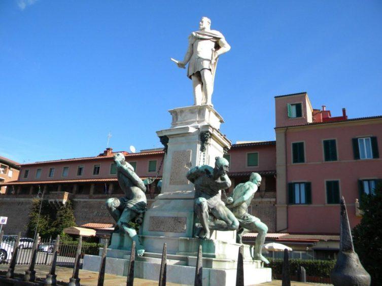 Монумент Великому Герцогу Тосканскому Фердинанду I («Памятник четырем маврам»)