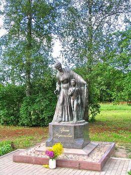 Памятник Арине Родионовне, установленный  по инициативе и за счёт средств Фонда Задорнова