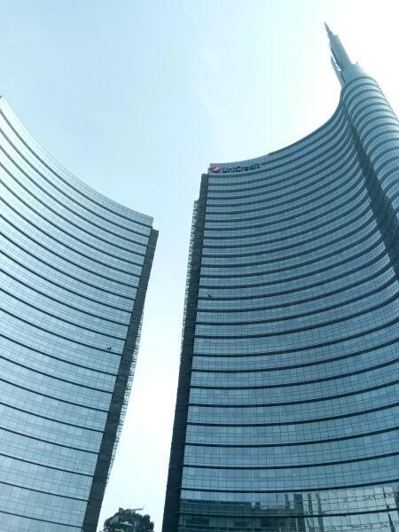 Гигантская игла Torre Unicredit