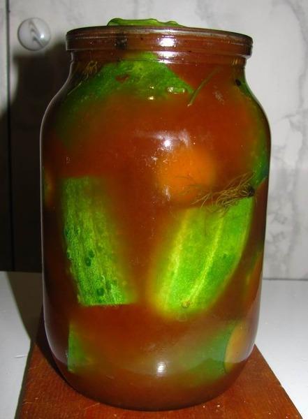Огурцы с томатным соусом