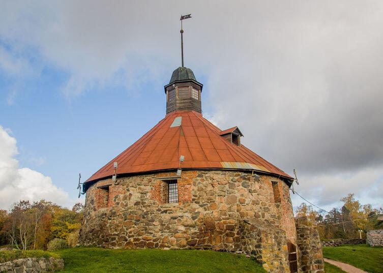Круглая (Пугачёвская) башня в крепости Кексгольма - место ссылки жён и детей Пугачева