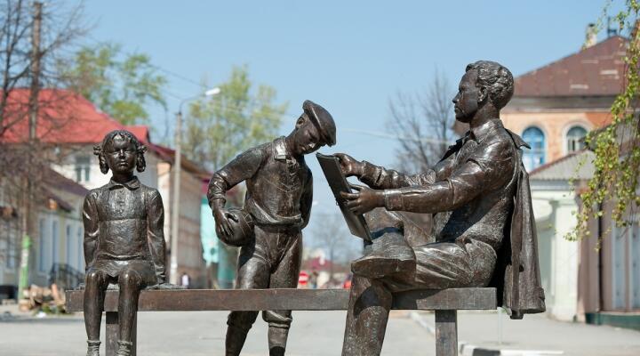 Памятник Елецкому художнику Жукову