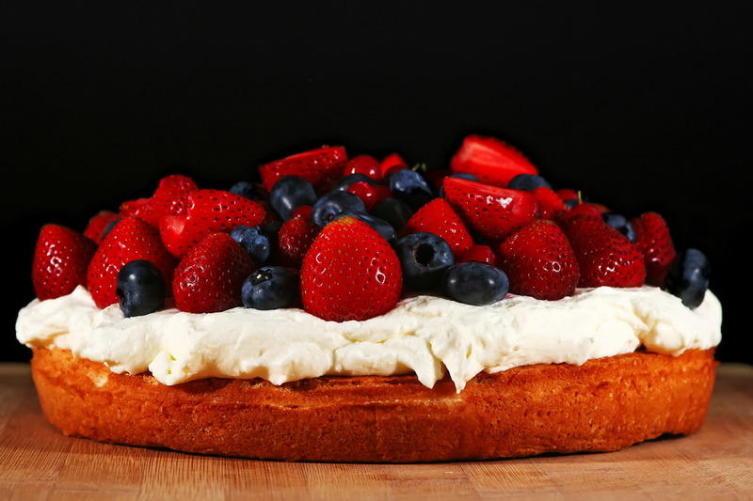 Как приготовить торт, который можно есть на диете? Три простых рецепта в Международный день торта