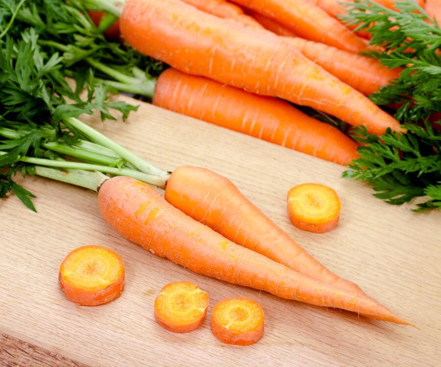 Какие необычные и полезные блюда можно приготовить из моркови?