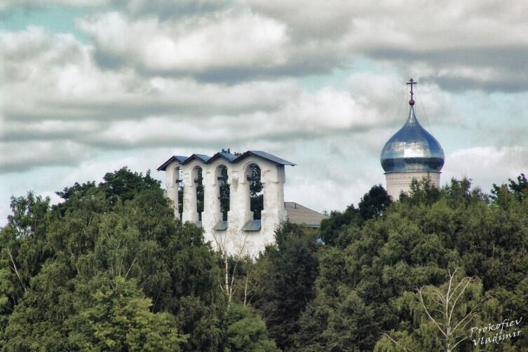 Церковь Богоявления со звонницей