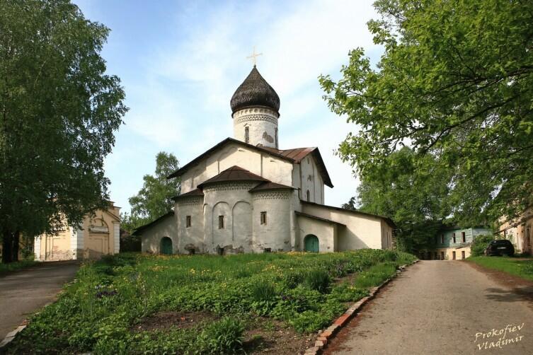 Вид с востока на церковь бывшего Старовознесенского девичьего монастыря