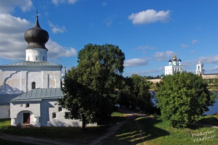 Вид на Троицкий собор кремля от церкви Успения у Парома