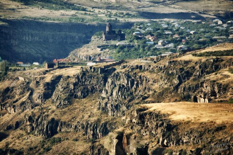 Вид от монастыря Сагмосаванк на Ованнованк