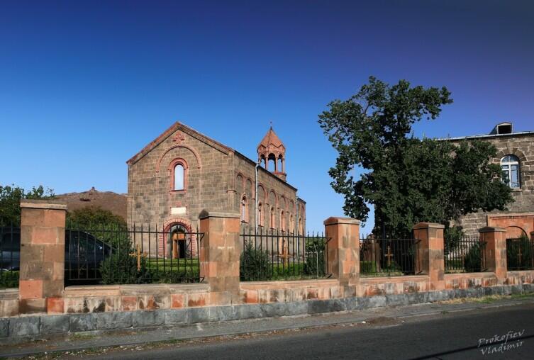 Церковь Св.Месропа Маштоца, (1875-1879гг. ) построена на месте церкви, основанной Вааном Аматуни в 443 году.