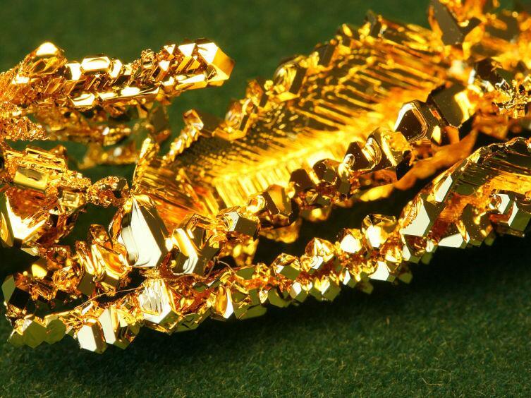 Кристаллы золота, выращенные методом химического транспорта